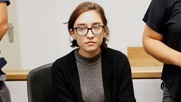 محكمة صهيونية تأمر بمنع إبعاد الطالبة لارا القاسم