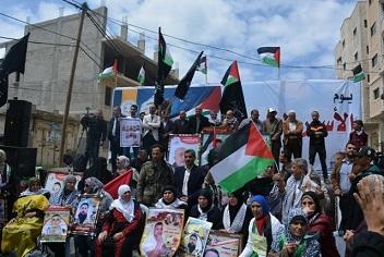 في مسيرة ومهرجان جماهيري حاشد بغزة في يوم الأسير منصور: المعركة مع السجان لم تنته بعد وتكمن فصولها الصعبة في مراحل تنفيذ اتفاق الأسرى