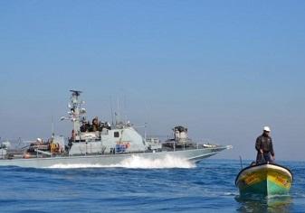 زوارق الاحتلال تهاجم مراكب الصيادين في عرض بحر خانيونس