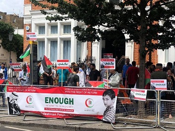 الجالية الفلسطينية تنظم مظاهرة احتجاجا على ما جرى بحق اللاجئين الفلسطينيين