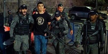 القدس: فتى فلسطيني يسلم نفسه لجيش الاحتلال ليقضى محكوميته في السجون