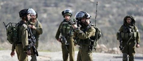 قوات الاحتلال تعتقل شاب بعد إصابته جنوب نابلس