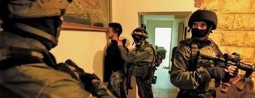 قوات الاحتلال تداهم منازل المواطنين وتعتقل (8) فلسطينيين بالضفة الغربية