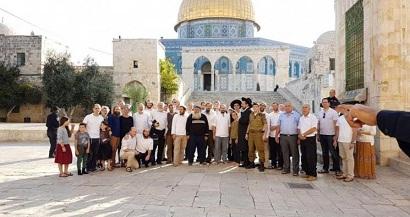 35 مستوطناً يقتحمون باحات المسجد الأقصى
