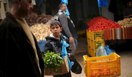 992 ألف لاجئ في غزة تحت خط الفقر المطلق والمدقع