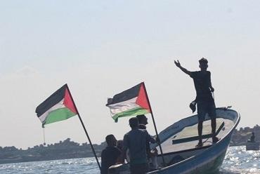 لجان الصيادين بغزة: بحرية الاحتلال أبلغتنا بتقليص مساحة الصيد لـ(5) ميل